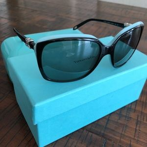 TIFFANY & CO. Signature Square Sunglasses 🕶